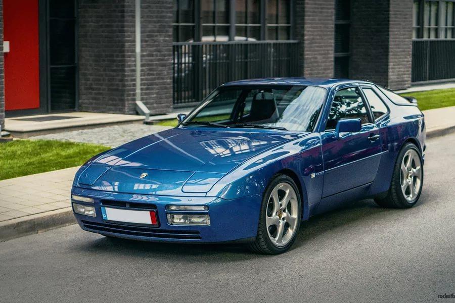 Порше 944 S2 Coupe 1990 продадут саукциона за $30 тыс.