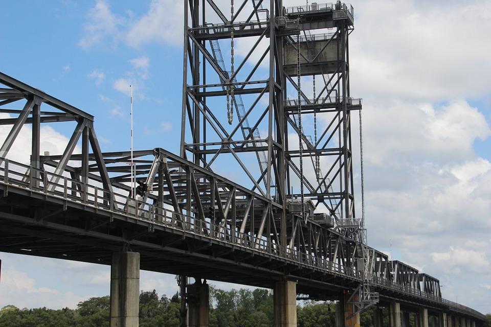 Окончено сооружение опор автодорожной части Керченского моста