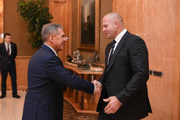 Рустам Минниханов встретился с Федором Емельяненко по вопросам сотрудничества